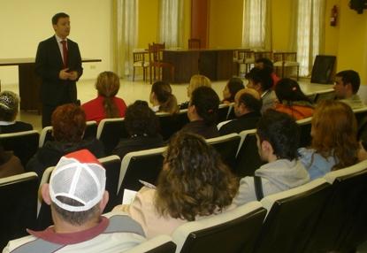 O delegado de Vivenda reúnese cos beneficiari@s das vivendas de Xarás