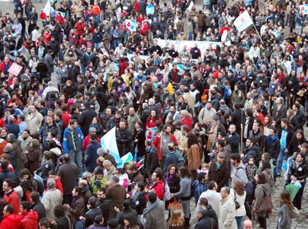 Milleiros de persoas concentraronse en defensa da nosa lingua en Compostela