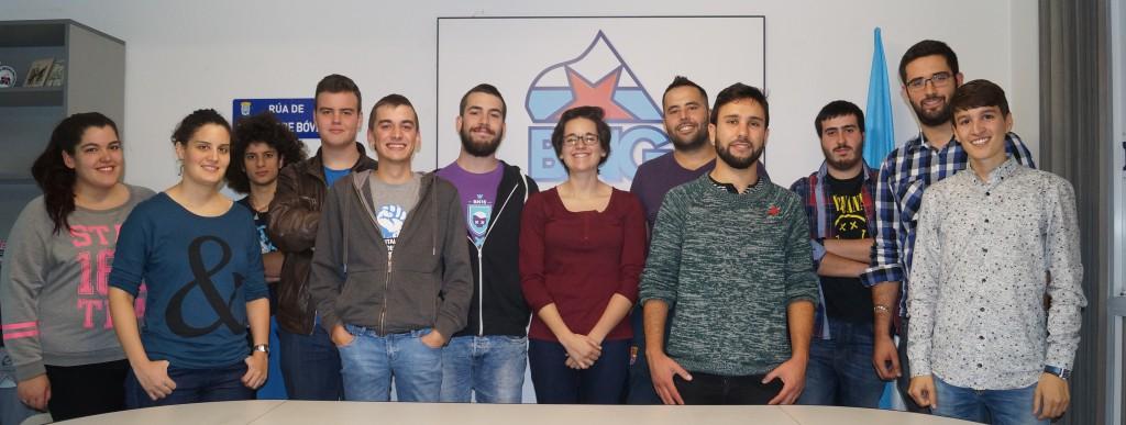 O secretario xeral de Galiza Nova Alberte Mera (4º pola dereita) e Elvira Blanco (6ª pola dereita) con membros de Galiza Nova Barbanza.
